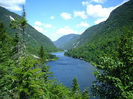 Malbaie_River_in_Hautes-Gorges-de-la-Rivière-Malbaie_National_Park,_Quebec,_Canada2